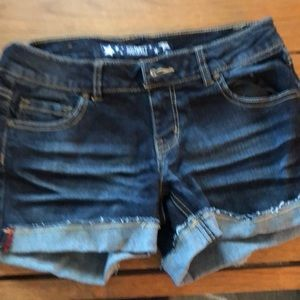 Adorable Jean shorts with cuffs